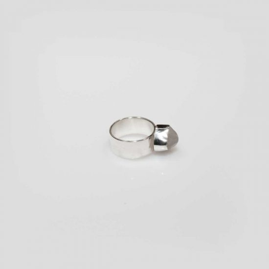the small white pebble ring